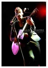 Nice, France - JULY 15: Asaf Avidan performs on stage at the Nice Jazz Festival 2015 | Nice, France - 15 juillet : Asaf Avidan sur la scène du Nice Jazz Festival 2015