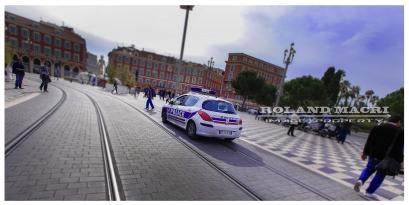 """Une marche de la colère était organisée à Nice ce Mercredi 26 Octobre à 12h00 sur la Place Masséna, à l'appel du syndicat Unité SGP Police Force Ouvrière, Cette action était motivée par la """"très forte et légitime demande"""" des policiers et fait suite aux """"nombreux événements de Viry Châtillon"""". Entre 500 et 600 personnes Policiers représentants des forces des métiers de la sécurité et sympatisants, ont marché jusqu'au palais de la Préfecture, place Pierre Gautier."""