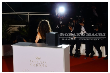 Houda Benyamina attends the Palm D'Or Winner Photocall during the 69th annual Cannes Film Festival | Houda Benyamina assiste au photocall des lauréats de la palmes d'or au Festival de Cannes