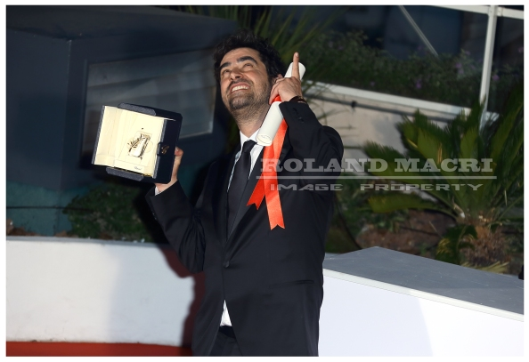 Shahab Hosseini attends the Palm D'Or Winner Photocall during the 69th annual Cannes Film Festival | Shahab Hosseini assiste au photocall des lauréats de la palmes d'or au Festival de Cannes
